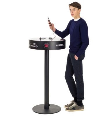 Plug-in Box | Il Tavolo per ricaricare Cellulari in luoghi pubblici